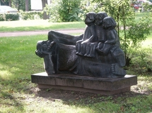 "Sculpture ""A grandfather with his grandchildren"""
